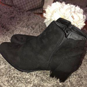 • Suede Black booties•